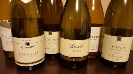 garrafas-de-chablis-chardonnays-da-borgonha-e-californianos